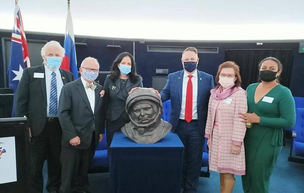 Бюст Юрия Гагарина в Брисбенском планетарии