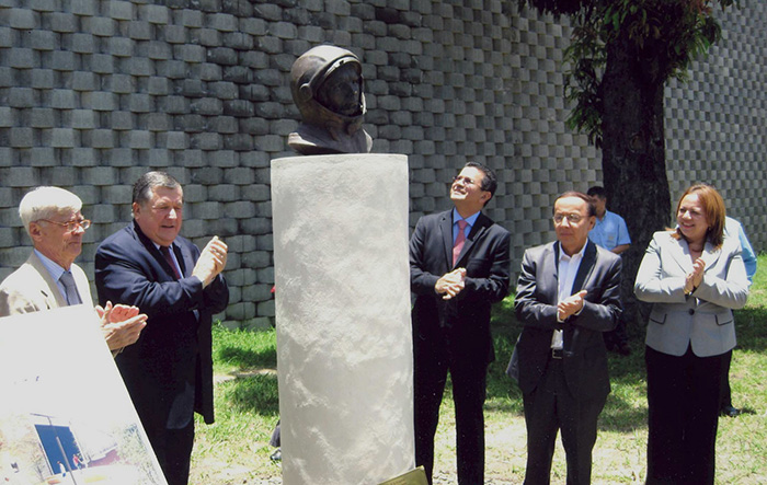 Bust of Yuriy Gagarin in El Salvador